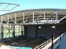 China Innovative Hälfte verschob Baustahl-Herstellungs-Werkstatt unter Bogen-förmiger Dach-Platte usine